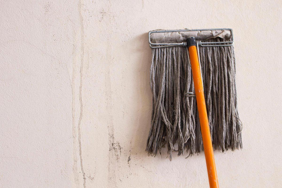 Grand ménage du printemps : lavez les produits à nettoyage.
