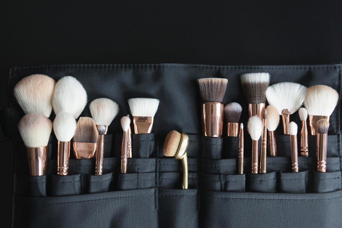 Grand ménage du printemps : nettoyez la trousse à maquillage.