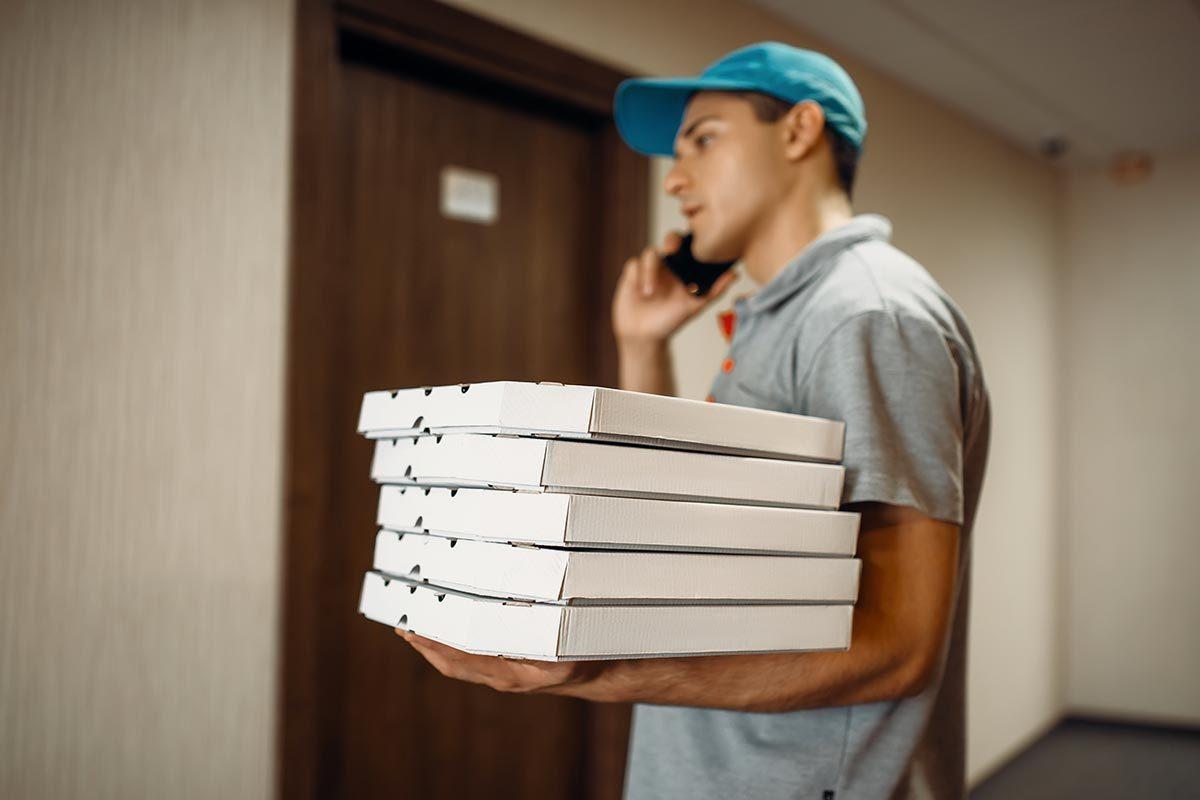 Livraison pizza à domicile : le temps du livreur est compté.