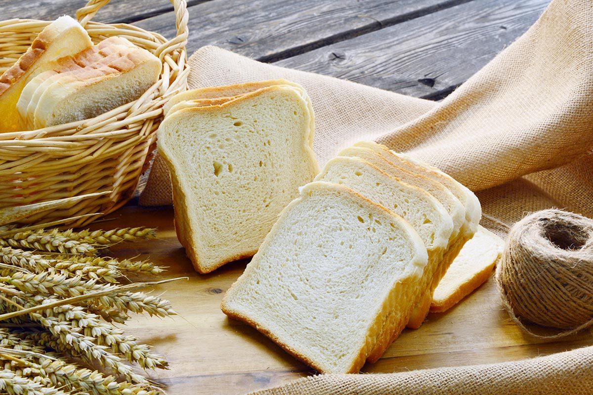 Dans un magasin à 1$, achetez du pain.