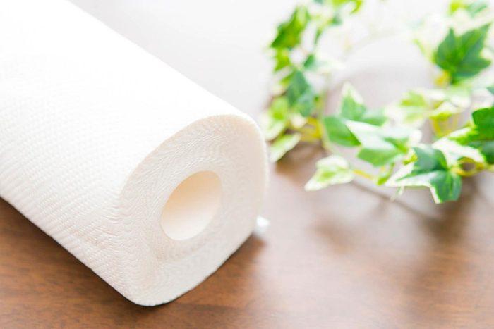 Dans un magasin à 1$, achetez vos produits en papier.