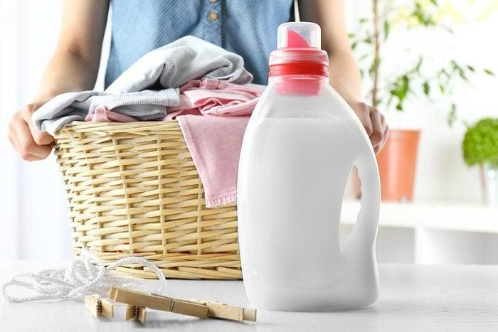 Dans un magasin à 1$, évitez d'acheter de la lessive liquide.