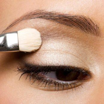 Votre maquillage est-il toxique? 12 ingrédients à éviter!