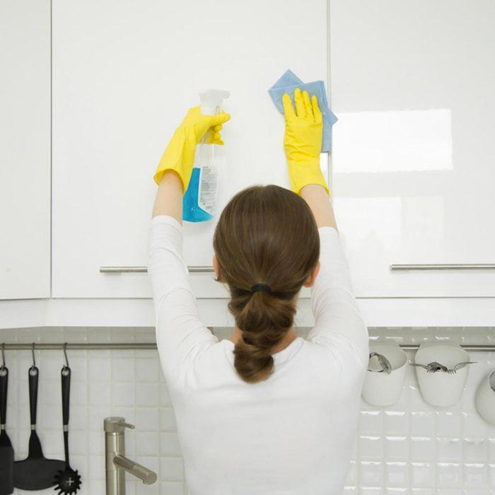 Conseil de marie Kondo : nettoyez à fond.