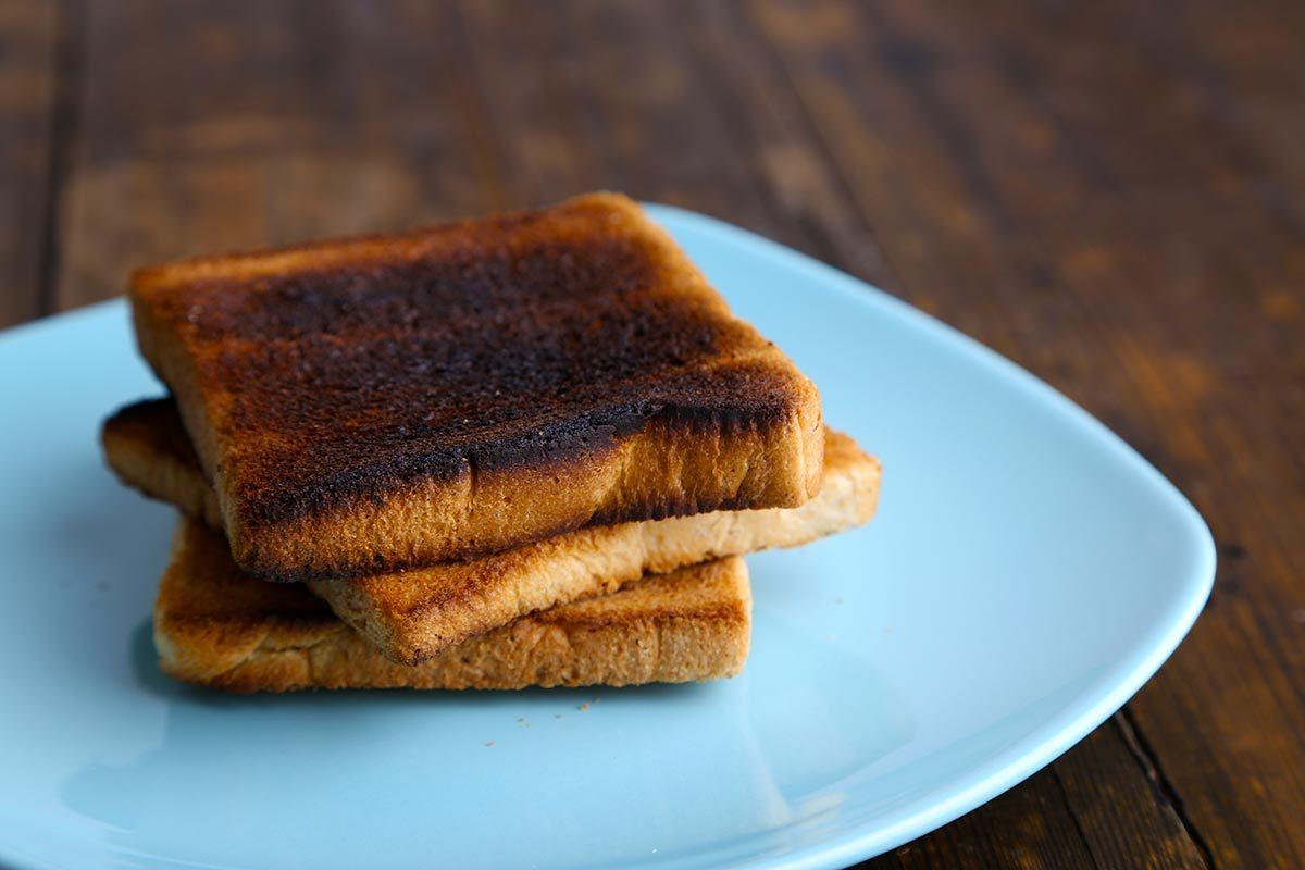 Maux d'estomac : mangez une tranche de pain brûlée.