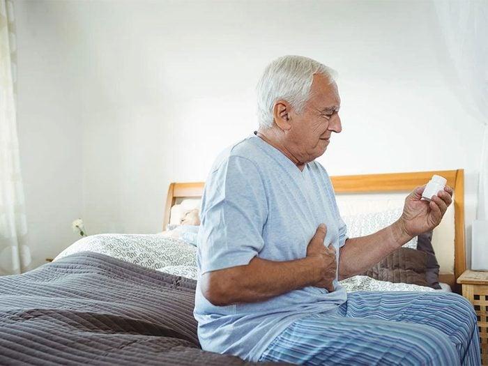 L'anévrisme de l'aorte abdominale fait partie des maux de ventre à ne pas ignorer.