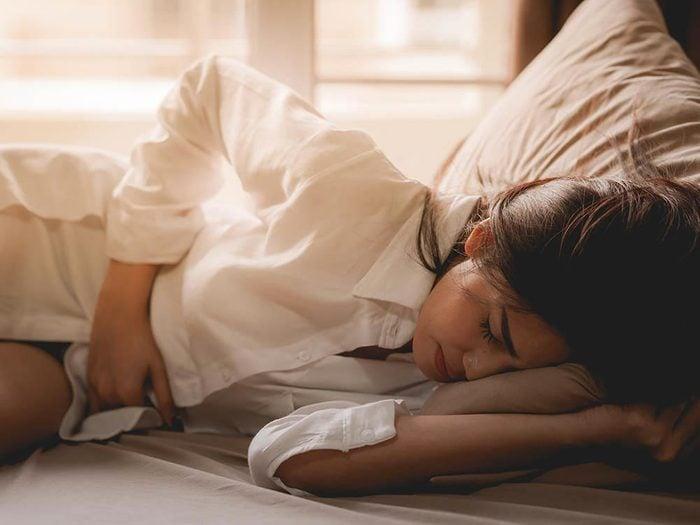 Les maux de ventre peuvent être dus à une maladie chronique.