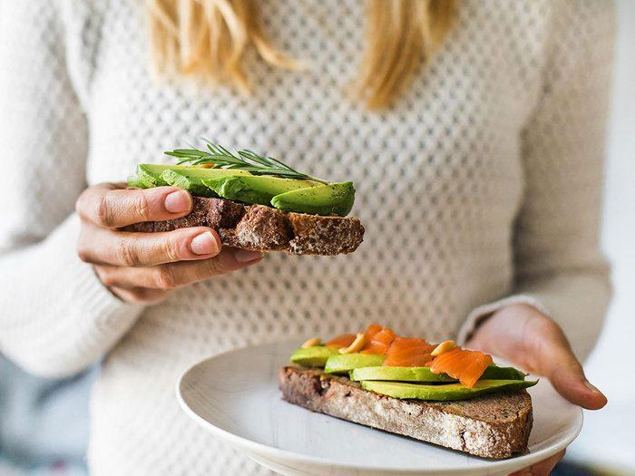 Mangez normalement avant un examen chez le médecin.