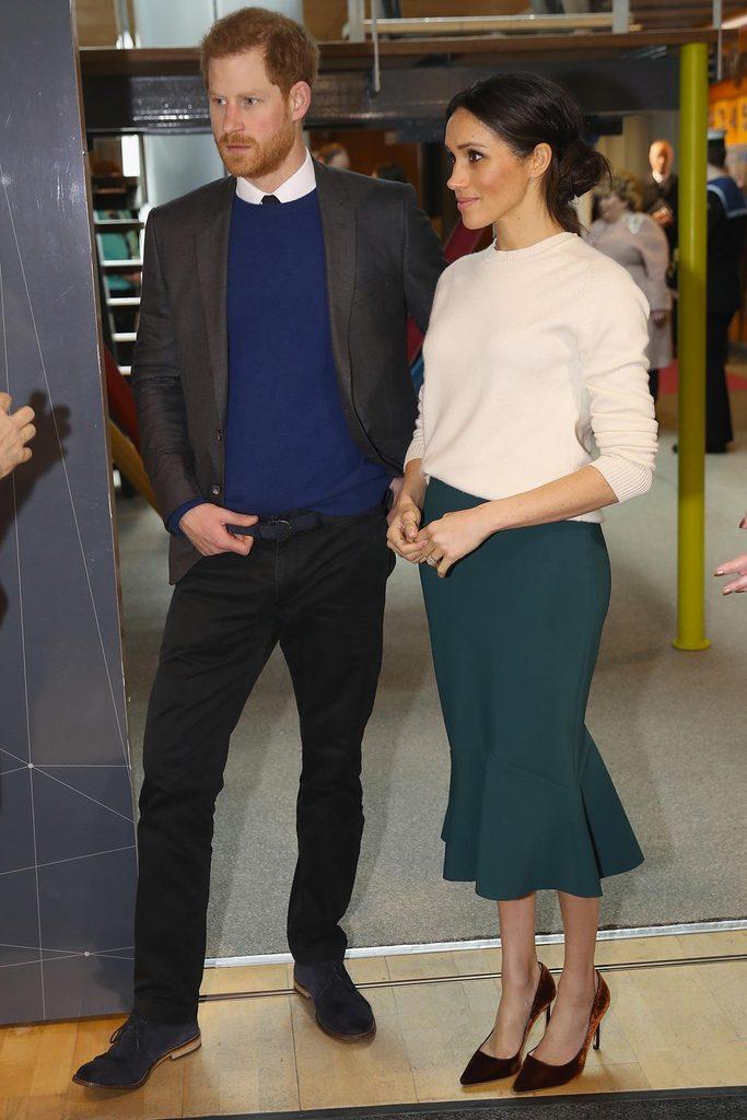 Meghan Markle adopte un style vestimentaire plus simple.