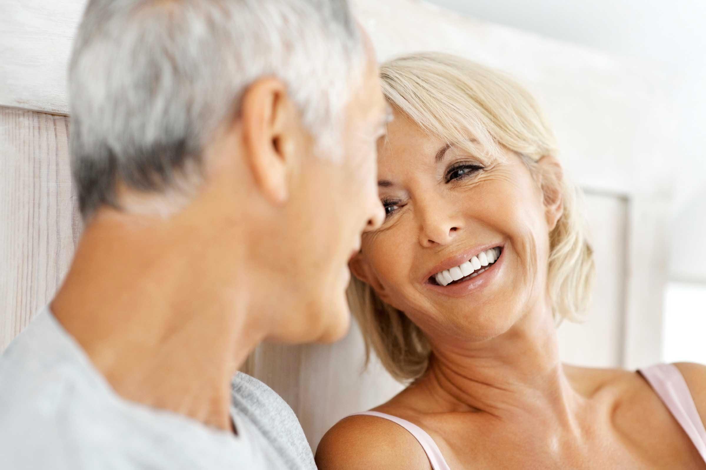 Durant la ménopause, il est important de communiquer avec votre partenaire.