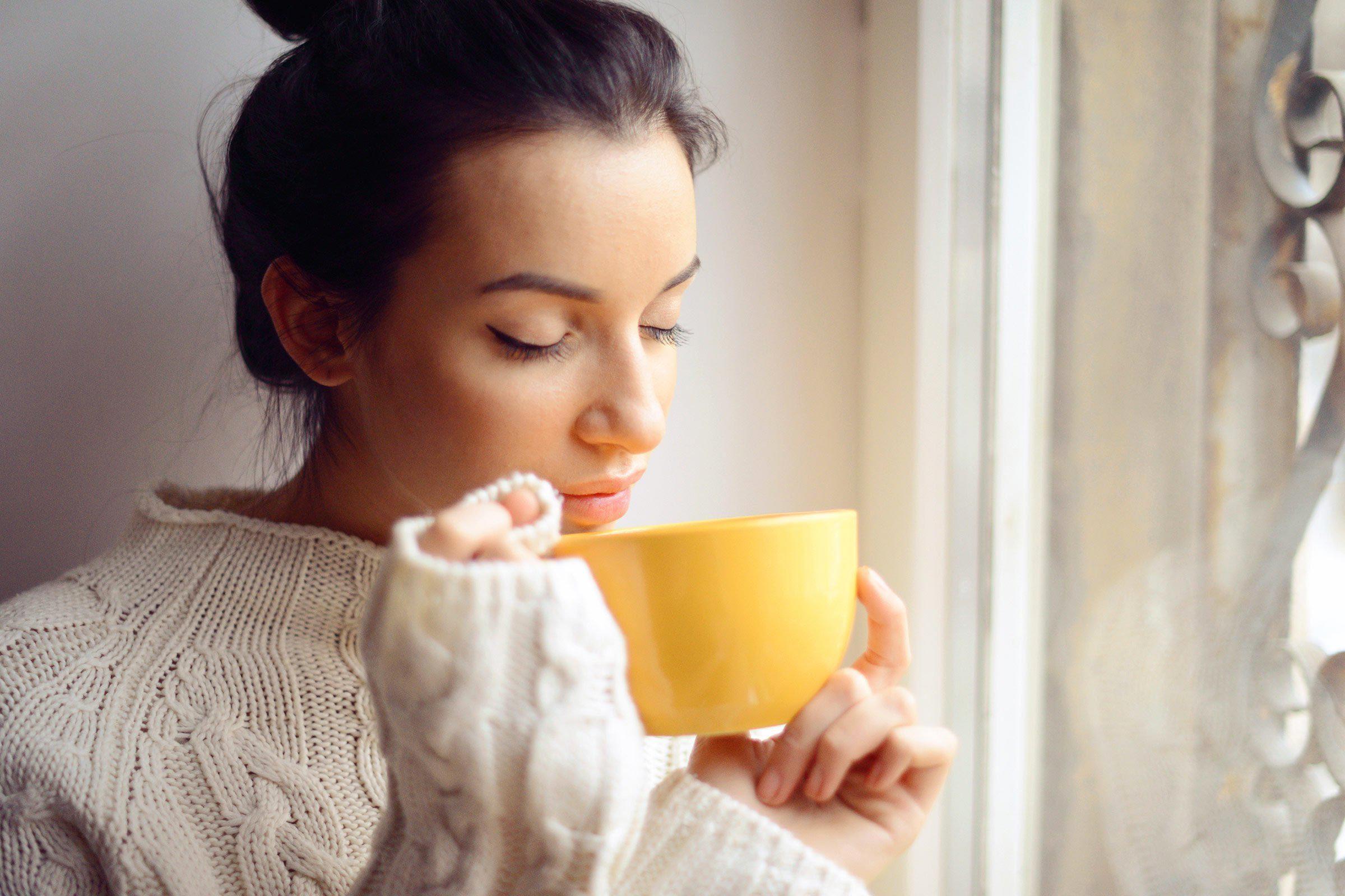 Pour mieux dormir, buvez une tasse de camomille.