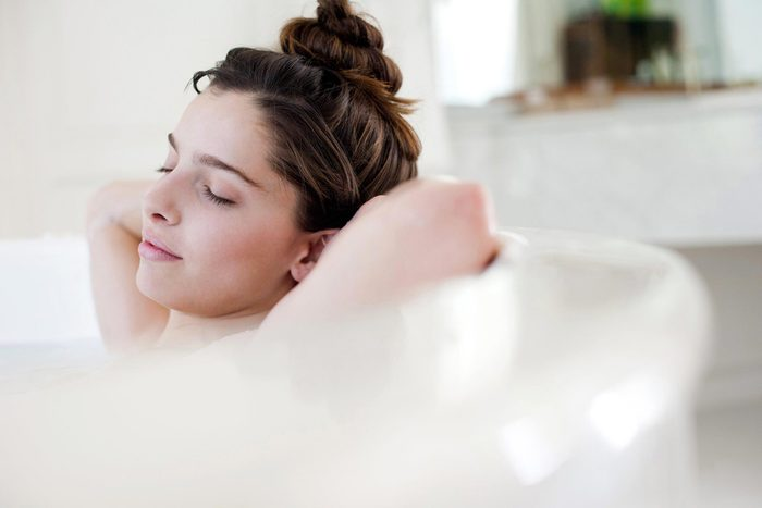 Pour mieux dormir, prenez un bain chaud.