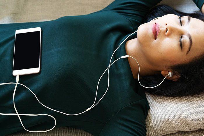 La perte d'audition peut être due à l'utilisation des écouteurs.
