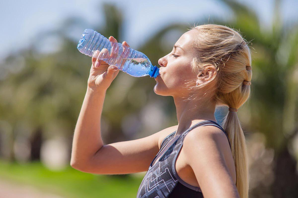 Protéger vos yeux en buvant de l'eau.