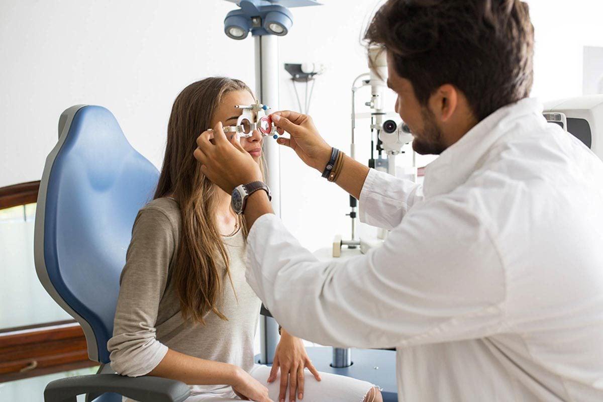 Protéger vos yeux en passant des examens de la vue régulièrement.