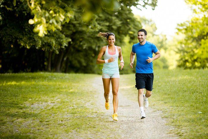 Protéger vos yeux en faisant de l'exercice physique.