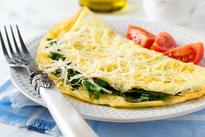 Protéger vos yeux en mangeant de l'omelette aux épinards.