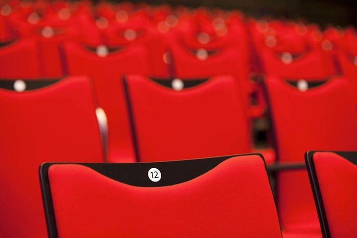 Protéger vos yeux en choisissant vos places de cinéma.