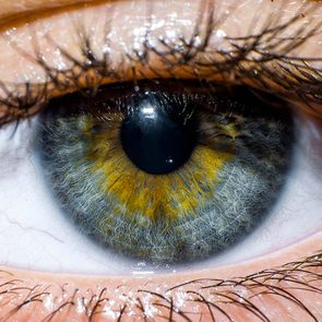 Protéger vos yeux en surveillant les signes d'une rétine décollée.