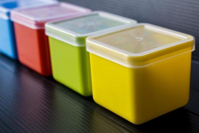 Recyclage maison : Des couvercles de plastique en guise de sous-verres pour enfants