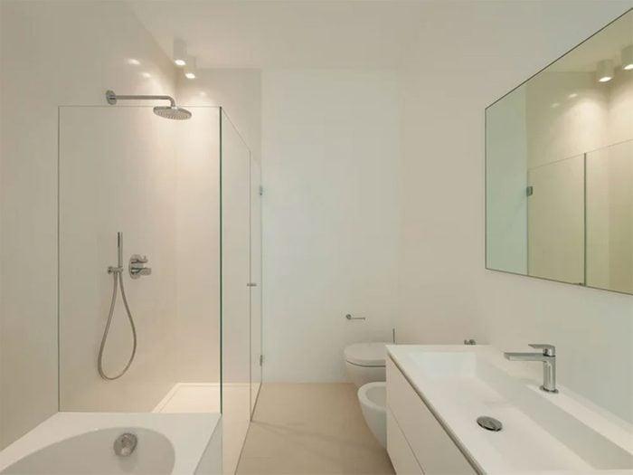 Rénover la salle de bain en lui redonnant de l'éclat.