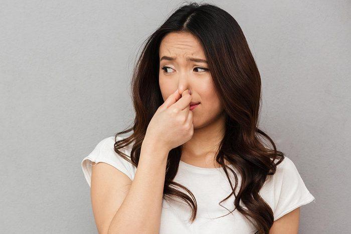 Faits révélés par les selles : une mauvaise odeur peut signaler un problème.