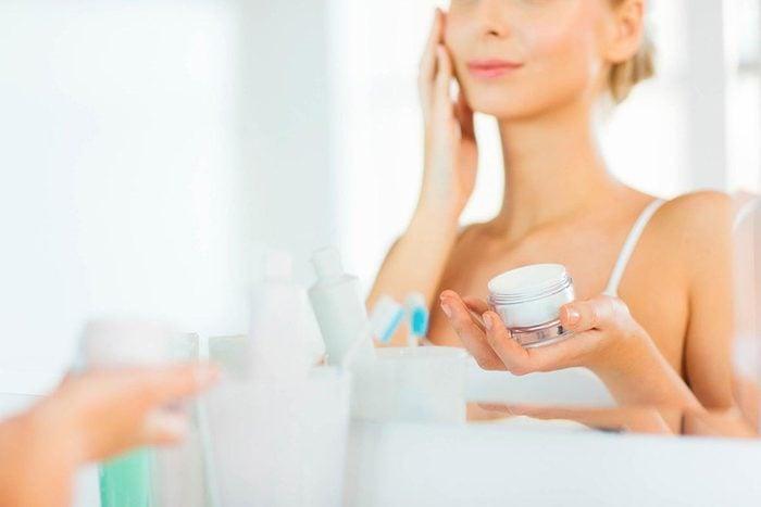 Soins de la peau : prenez soin de votre peau le matin et le soir.