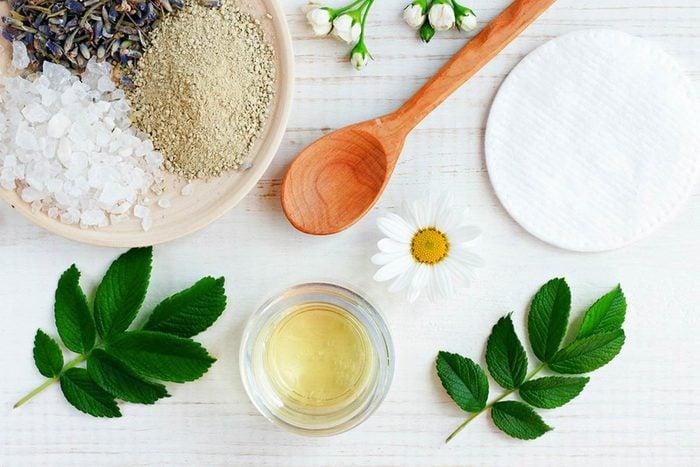 Soins de la peau : choisissez des produits à base minérale.