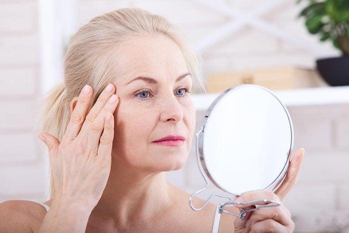 Symptômes de maladies : un changement au niveau du visage peut être un signe de cancer des organes internes.