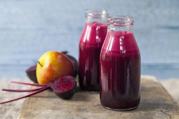 Pour réduire la tension artérielle, buvez du jus de betterave.