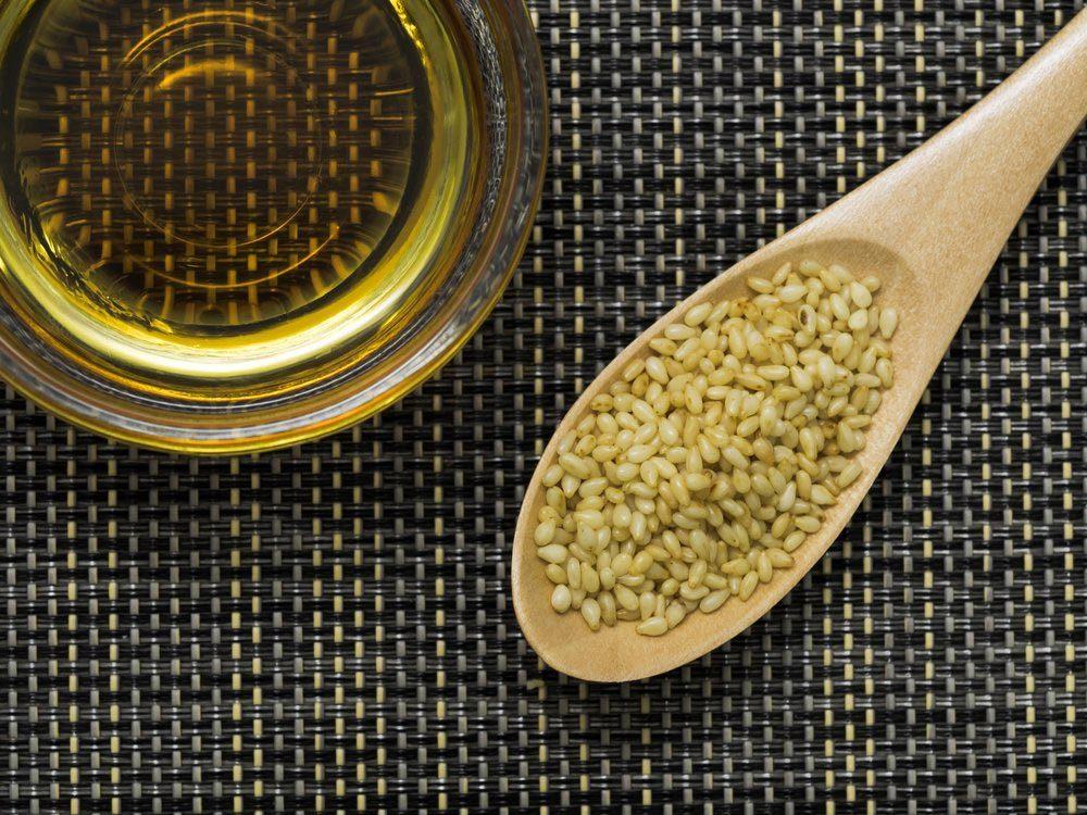 Pour réduire la tension artérielle, consommez de l'huile de sésame et de son de riz.