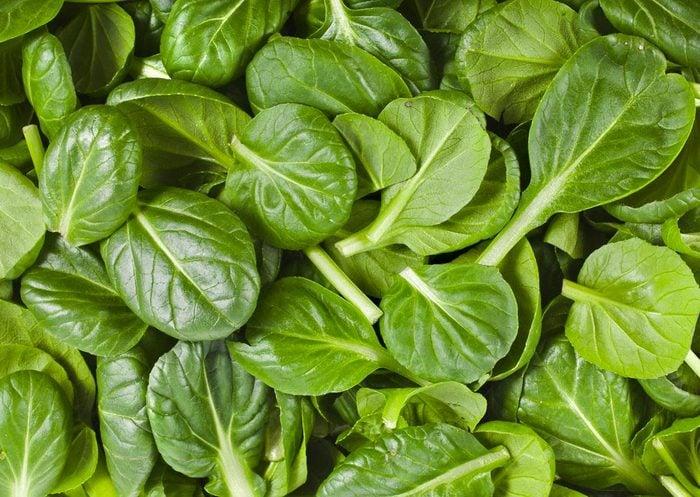 Pour réduire la tension artérielle, consommez des feuilles vertes.