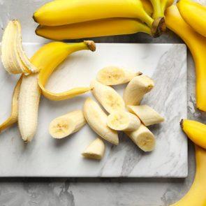 Pour réduire la tension artérielle, mangez des bananes.