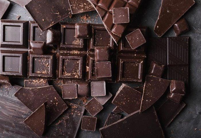 Pour réduire la tension artérielle, mangez du chocolat noir.