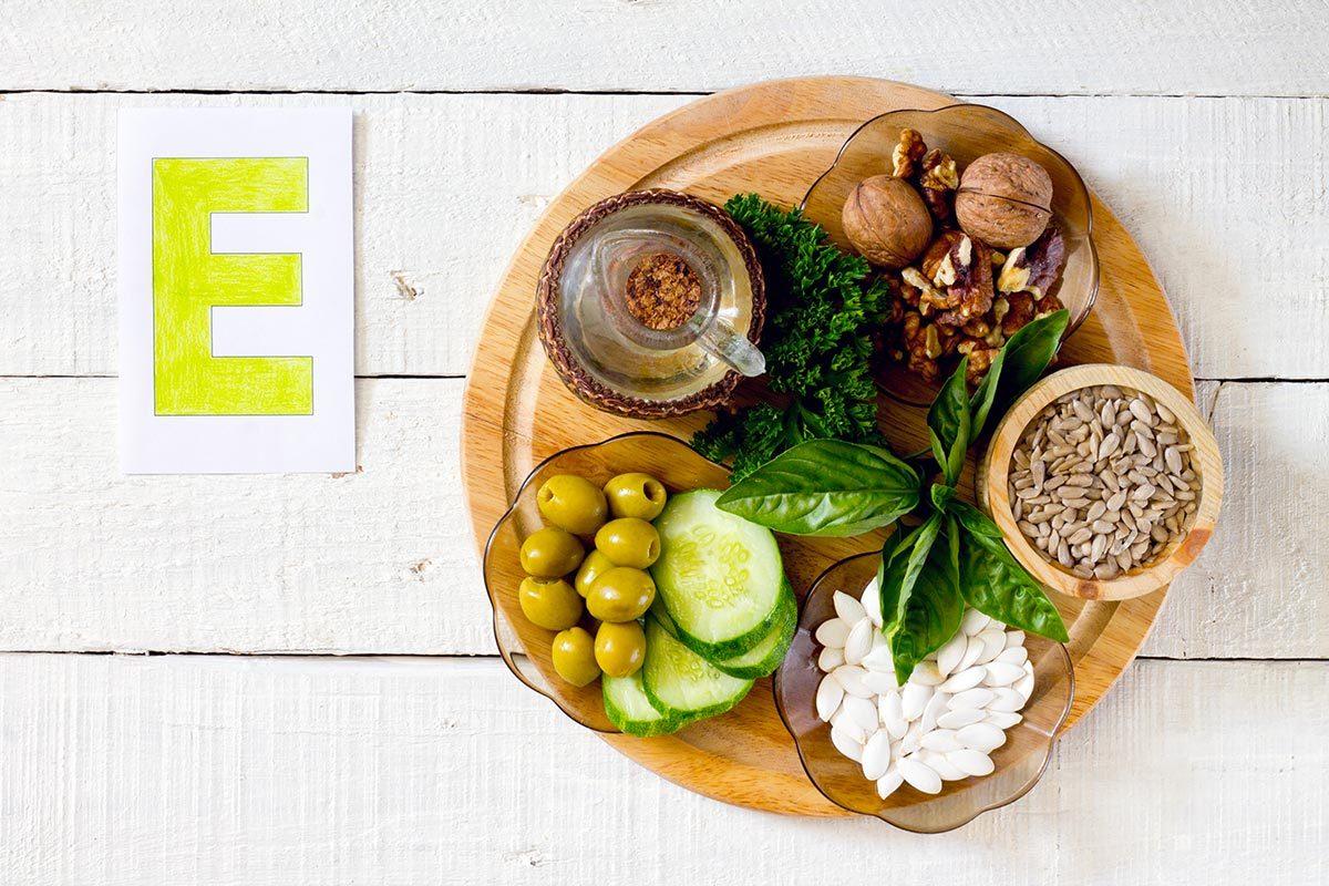 La vitamine E a des propriétés antioxydantes.