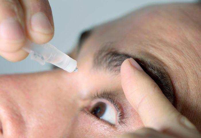 Yeux secs ou irrités : ajoutez des larmes artificielles.