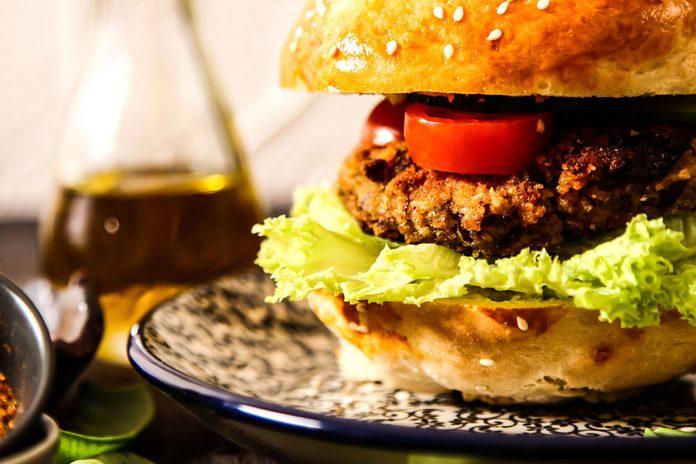 Délicieux burger végétalien pour diète végane.