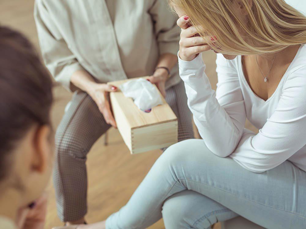 Une aide psychologique peut être apportée par un psychologue.