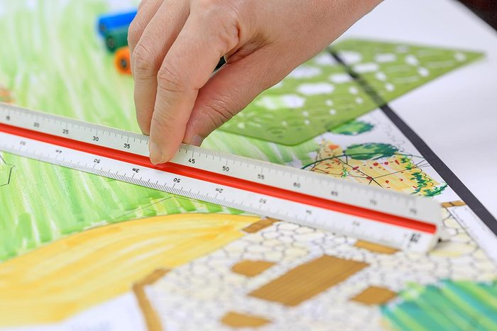 Aménagement paysager : mesurez les espacements.
