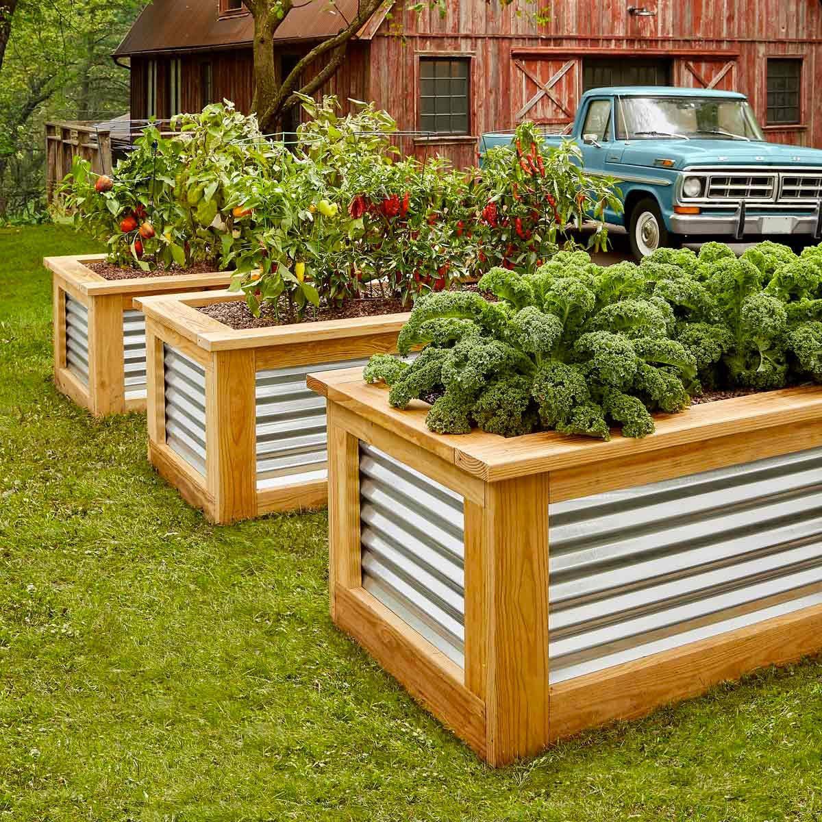 Aménagement paysager : ajoutez des plates-bandes surélevées pour un potager, des herbes aromatiques et des fleurs à couper.