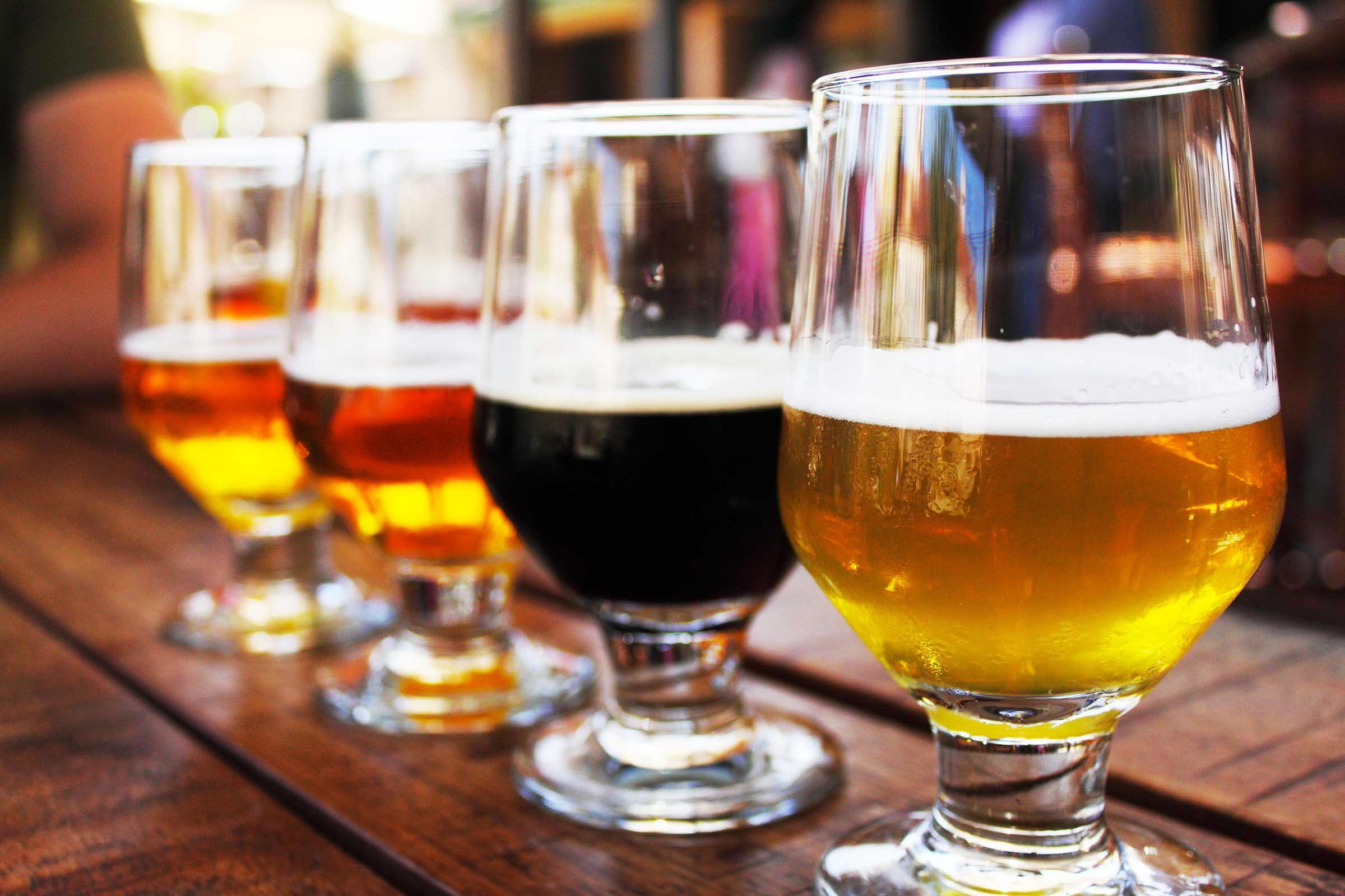 Crise d'arthrite : évitez l'alcool.