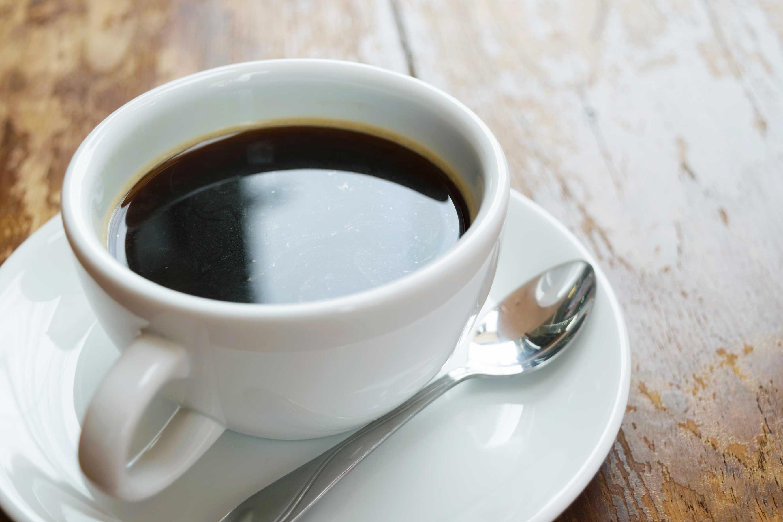 Crise d'arthrite : évitez le café.