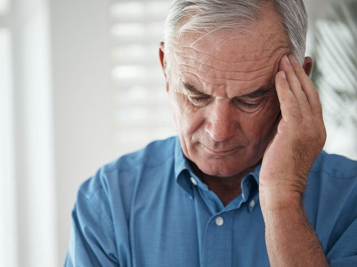 Des maux de tête chroniques peuvent égalementêtre un symptôme de cancer chez l'homme.