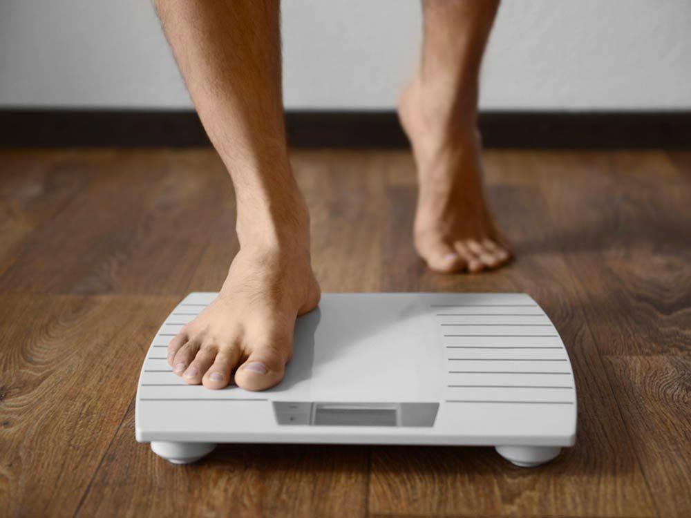 Symptôme de cancer chez l'homme : une perte de poids inexpliquée.