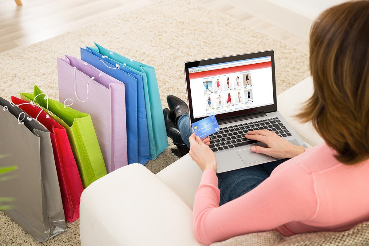 Une carte de crédit peut vous offrir des avantages lors des soldes.