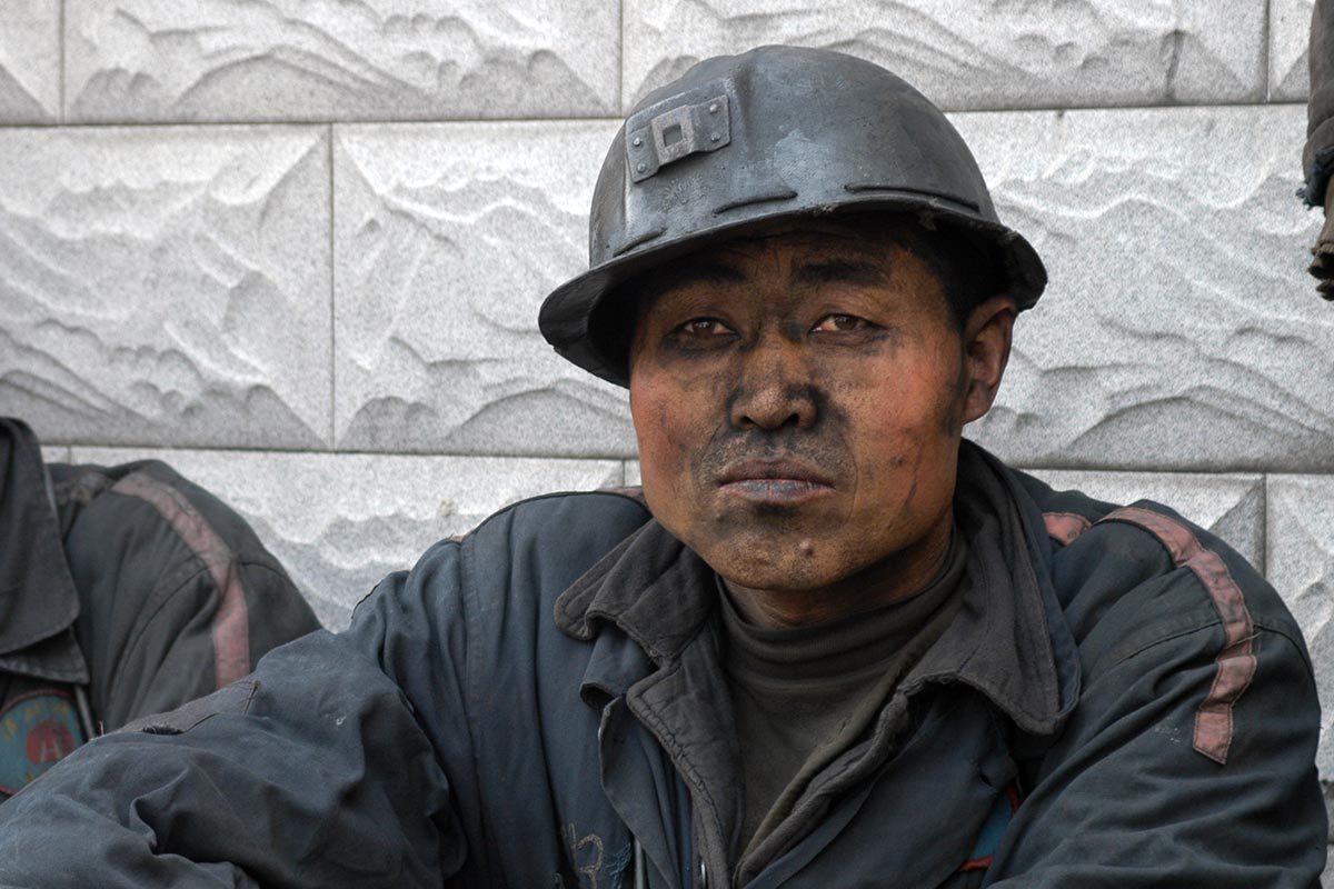 Les conditions de travail ont changé depuis les émeutes d'Heilongjiang LongMay Mine Riots en Chine.