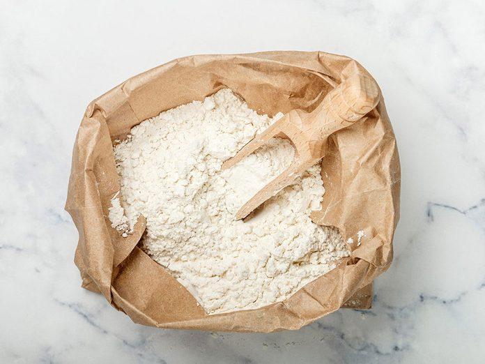 Les produits à base de farine blanche sont à éviter en cas de crise d'arthrite.