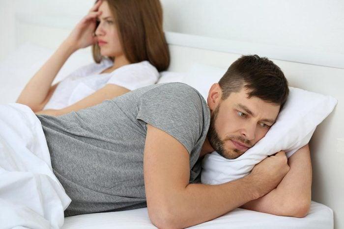 Sujets de dispute communs à tous les couples : la difficulté à gérer les émotions.