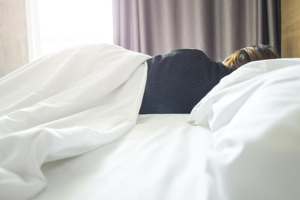 Sujets de dispute communs à tous les couples : se coucher à la même heure et dormir ensemble.