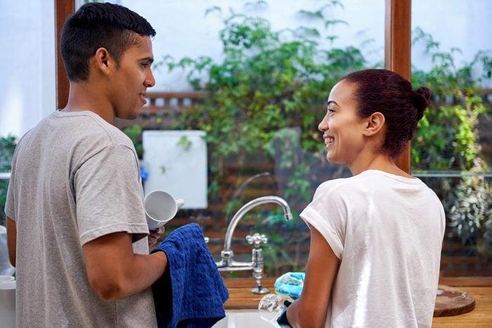 Sujets de dispute communs à tous les couples : la partage des tâches.